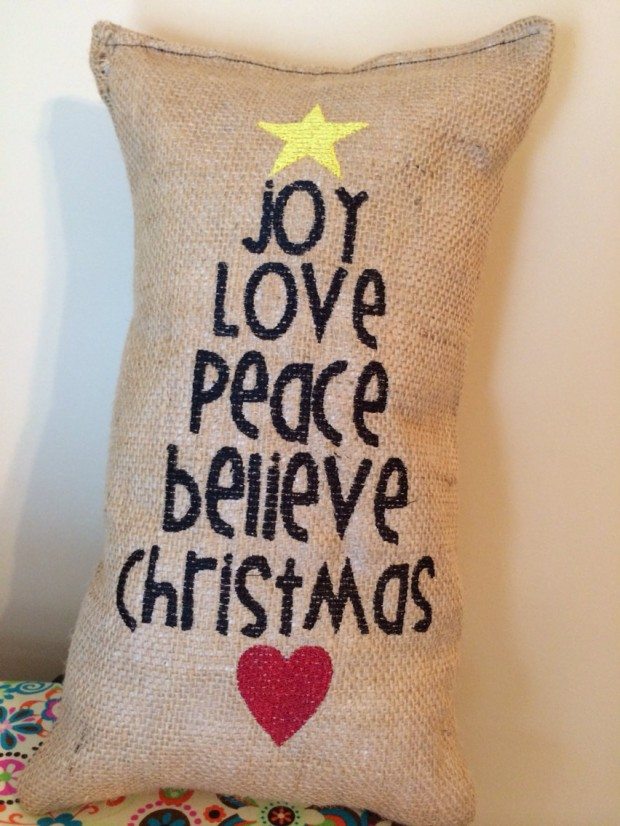 26 Awesome Handmade Christmas Pillows and Covers (1)