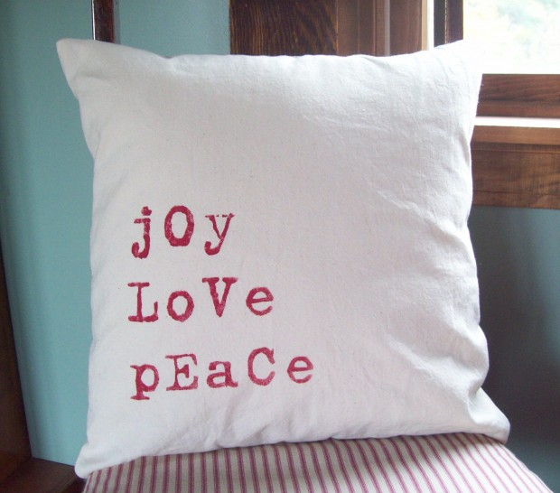 26 Awesome Handmade Christmas Pillows and Covers (19)
