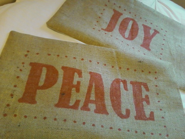26 Awesome Handmade Christmas Pillows and Covers (2)
