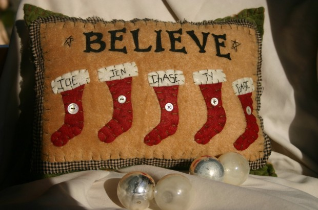 26 Awesome Handmade Christmas Pillows and Covers (21)