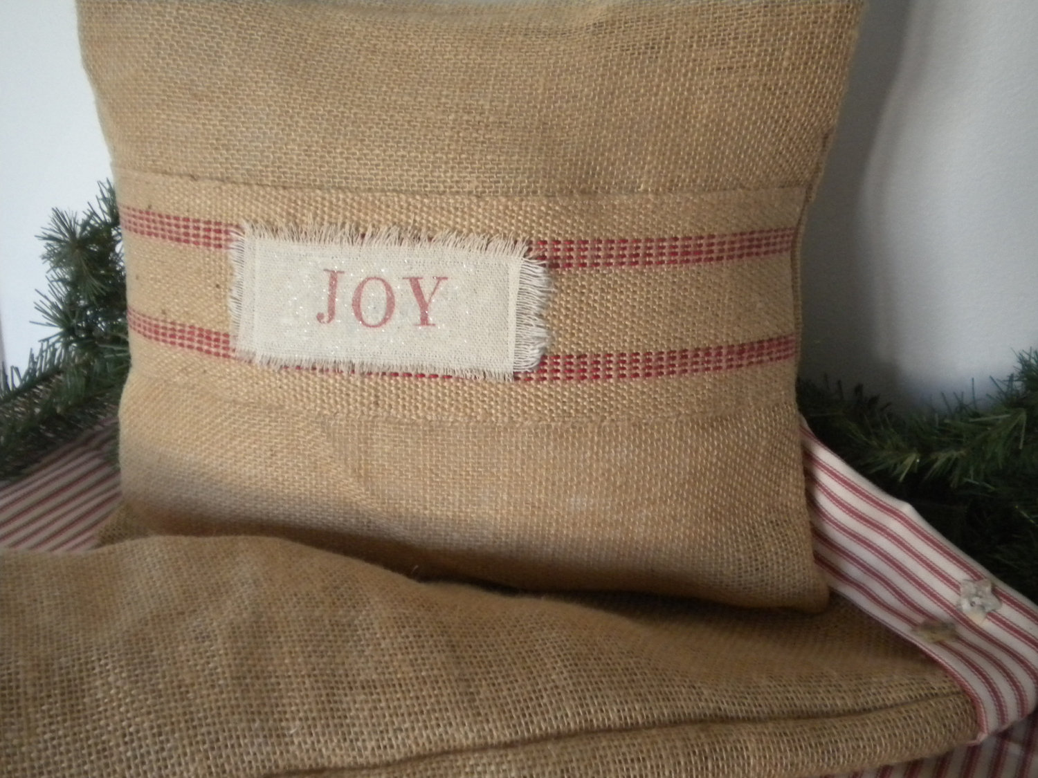 26 Awesome Handmade Christmas Pillows And Covers Style