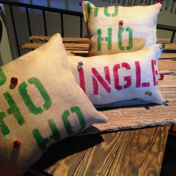 26 Awesome Handmade Christmas Pillows and Covers (25)