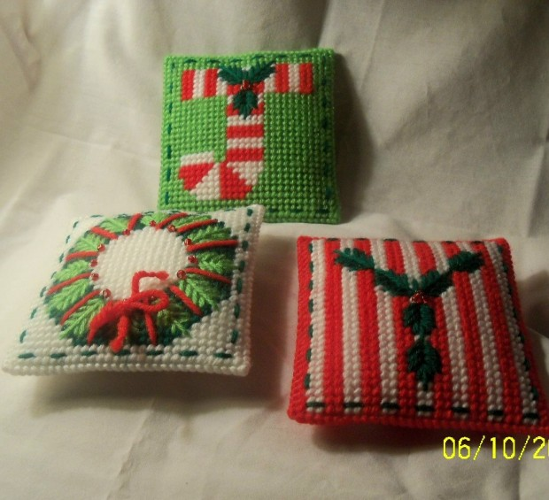 26 Awesome Handmade Christmas Pillows and Covers (4)