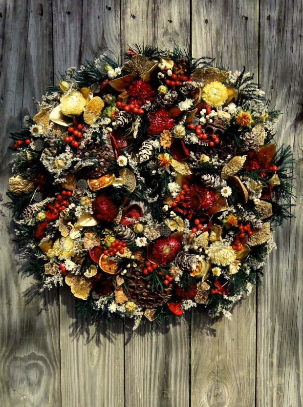 30 beautiful and creative handmade christmas wreaths style motivation - Awesome christmas wreath with homemade style ...