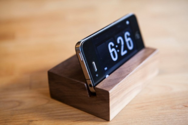15 Creative Handmade iPhone and iPad Stands