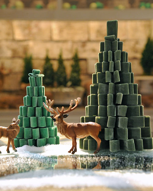 16 Creative and Unique DIY Christmas Trees (2)