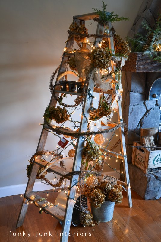 16 Creative and Unique DIY Christmas Trees (9)
