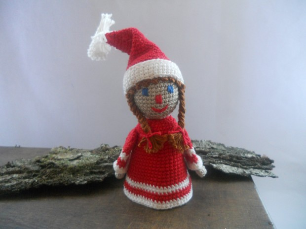 16 Cute Miniature Crochet Christmas Decorations (1)