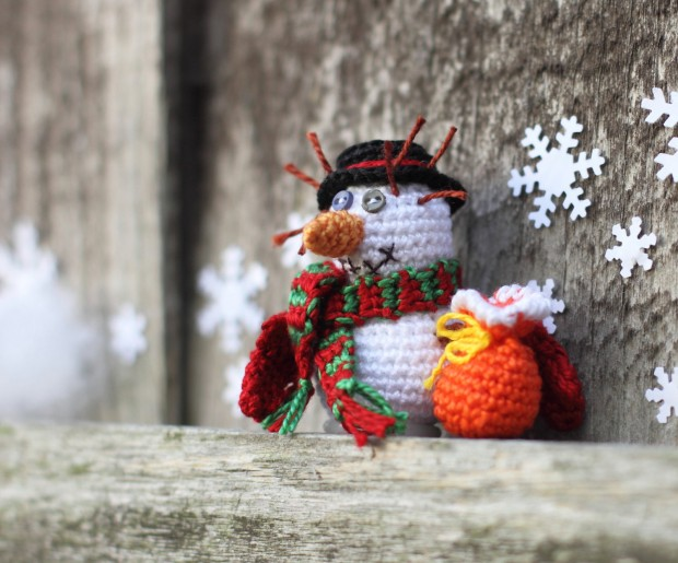 16 Cute Miniature Crochet Christmas Decorations (12)
