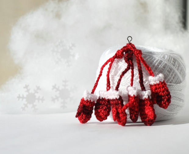 16 Cute Miniature Crochet Christmas Decorations (14)