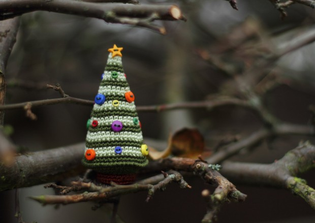 16 Cute Miniature Crochet Christmas Decorations (15)