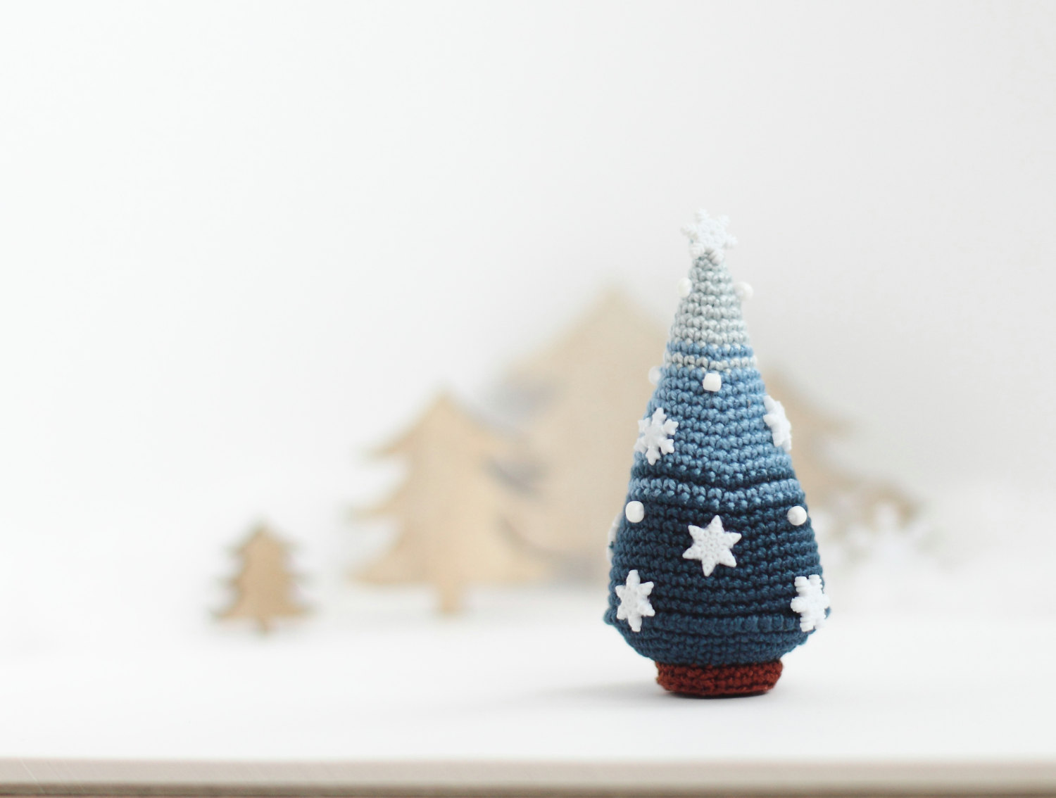 16 cute miniature crochet christmas decorations