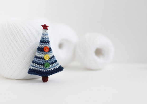 16 Cute Miniature Crochet Christmas Decorations (5)