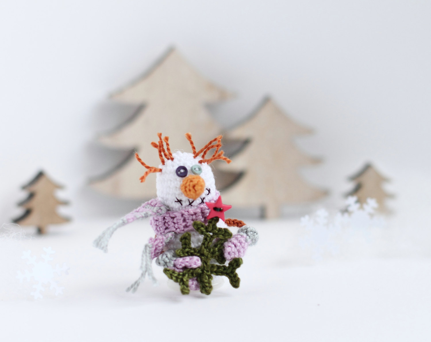16 cute miniature crochet christmas decorations style for Cute christmas decorations