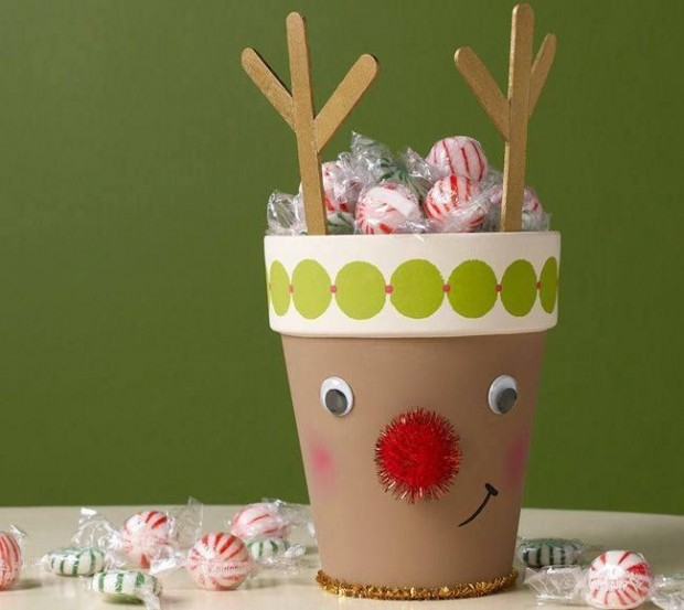 Budget Christmas Decorating: 17 Budget-Friendly DIY Christmas Decorations