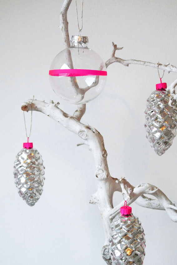 17 Cute and Easy DIY Christmas Ornaments - Style Motivation