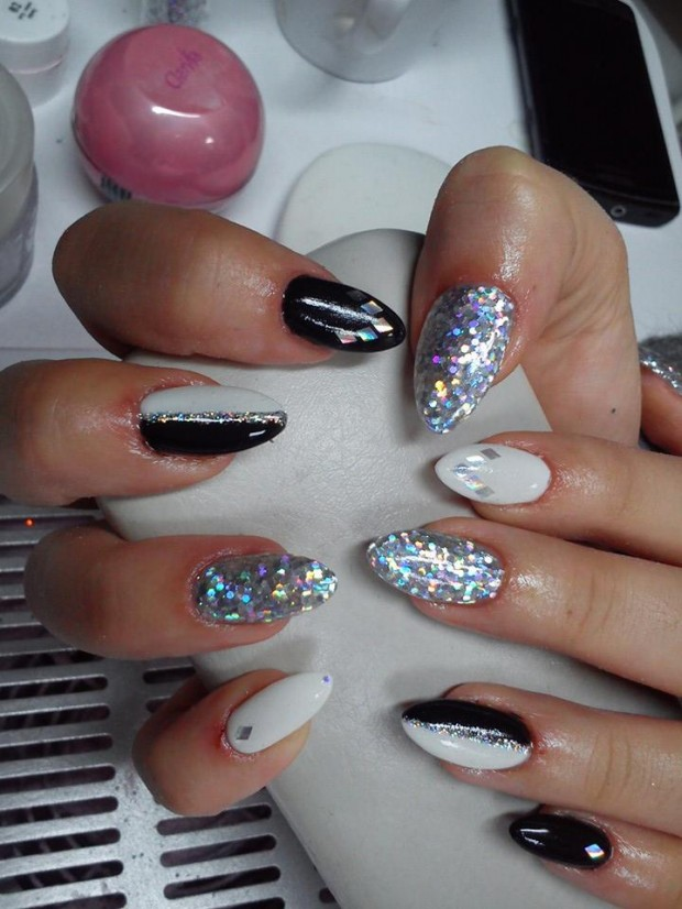 ... 17 Sparkly Nail Designs for New Year's Eve Party ... - 17 Sparkly Nail Designs For New Year's Eve Party - Style Motivation