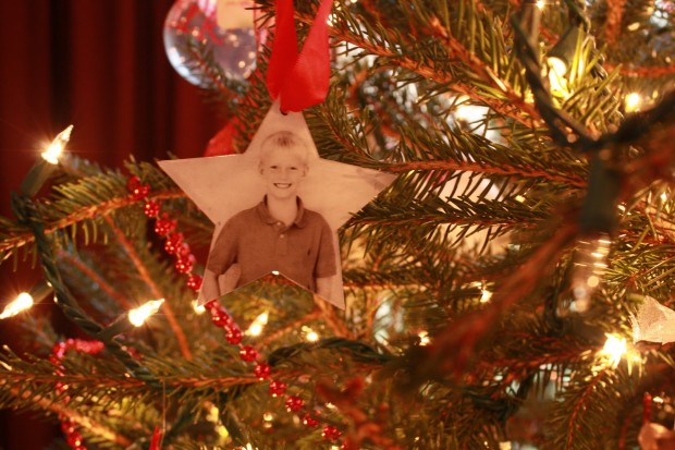 18 Awesome DIY Christmas Photo Ornaments (12)