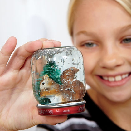 18 Cute and Creative DIY Snow Globe Ideas  (13)