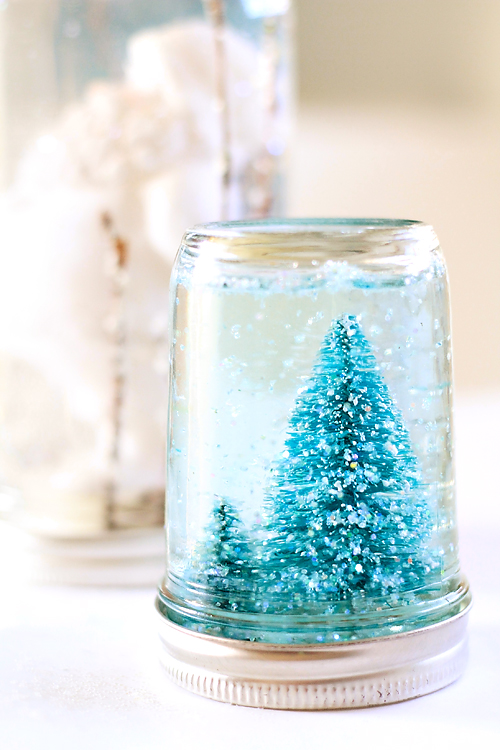 18 Cute and Creative DIY Snow Globe Ideas  (15)