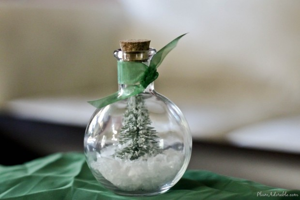 18 Cute and Creative DIY Snow Globe Ideas  (16)