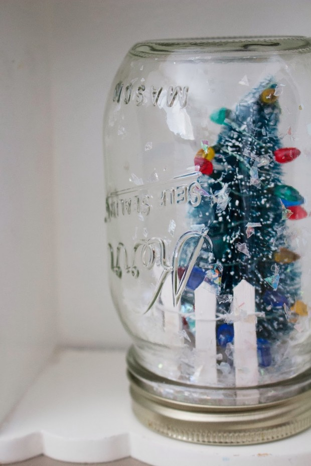 18 Cute and Creative DIY Snow Globe Ideas  (2)