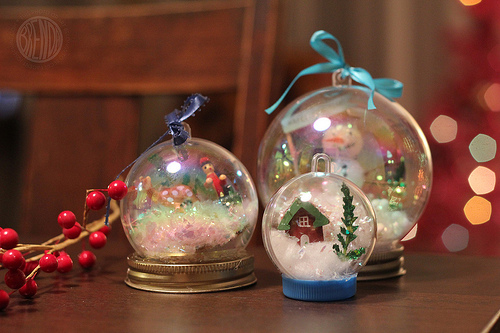 18 Cute and Creative DIY Snow Globe Ideas  (3)