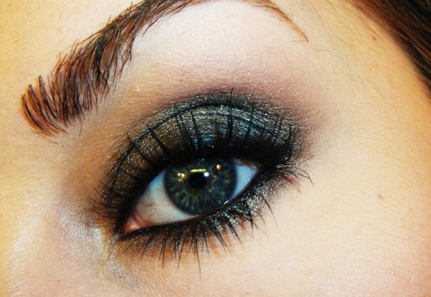 19 Statement Makeup Ideas and Tutorials for The Holiday Party Season (8)
