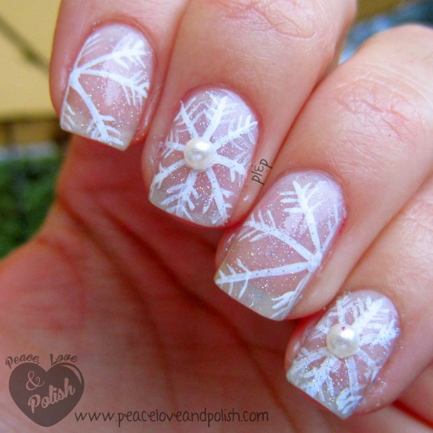 20 Sparkly and Glitter Nail Art Ideas in Christmas Spirit (11)
