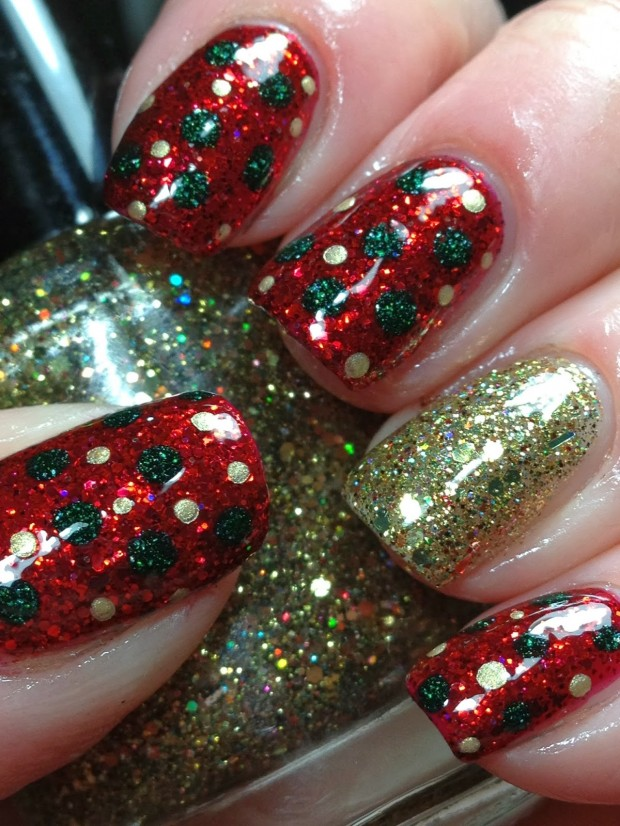 20 Sparkly and Glitter Nail Art Ideas in Christmas Spirit (12)