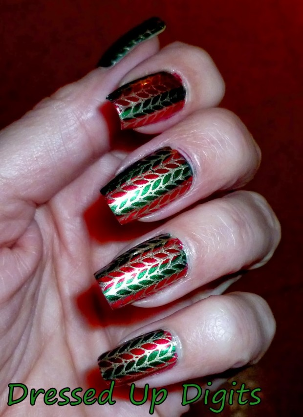 20 Sparkly and Glitter Nail Art Ideas in Christmas Spirit (18)