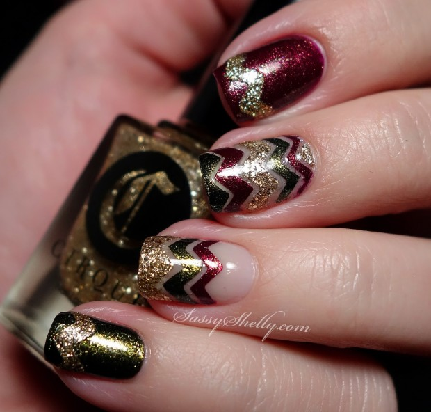20 Sparkly and Glitter Nail Art Ideas in Christmas Spirit (3)