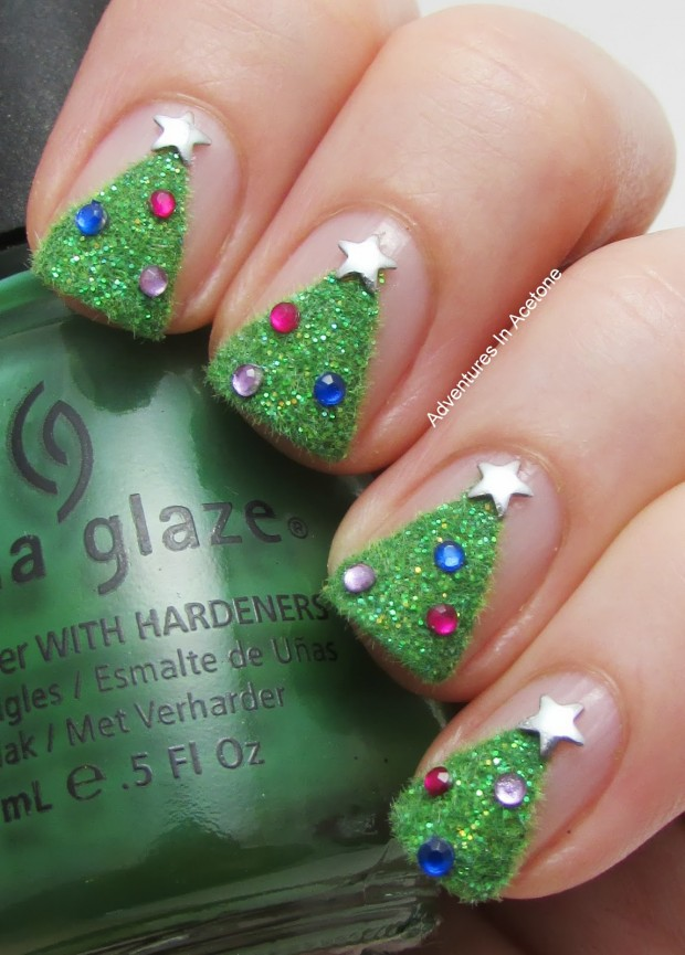 20 Sparkly and Glitter Nail Art Ideas in Christmas Spirit (8)