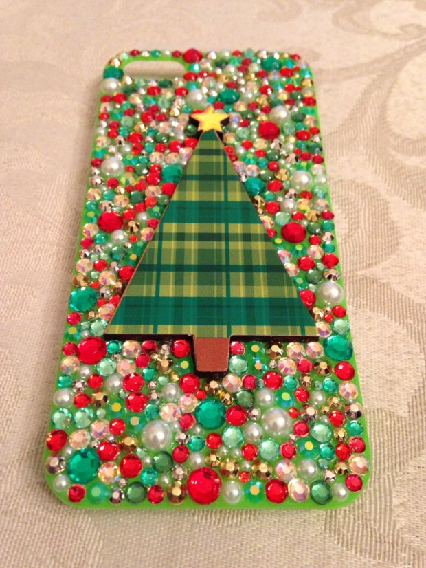 22 Stylish Christmas iPhone Cases for the Festive Season (16)