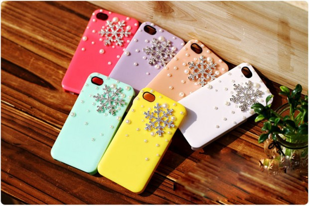 22 Stylish Christmas iPhone Cases for the Festive Season (5)