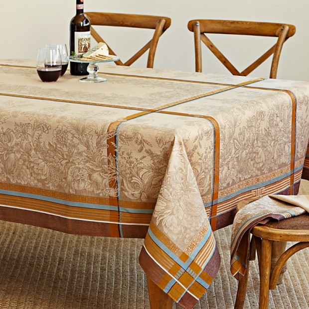 22 Tablecloths for Perfect Table Decoration