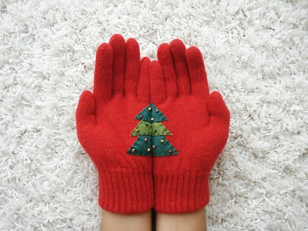 A Collection of Cute Handmade Christmas Gloves (10)