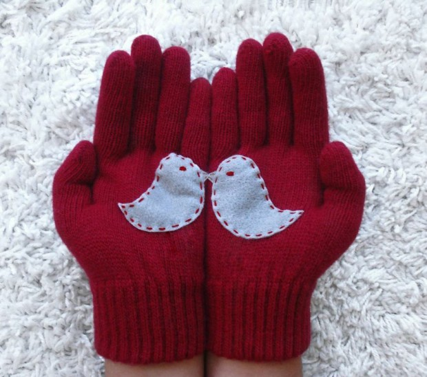 A Collection of Cute Handmade Christmas Gloves (13)