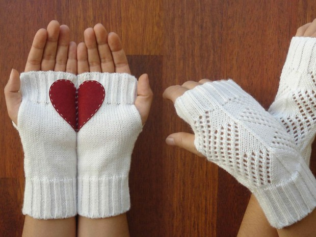 A Collection of Cute Handmade Christmas Gloves (14)