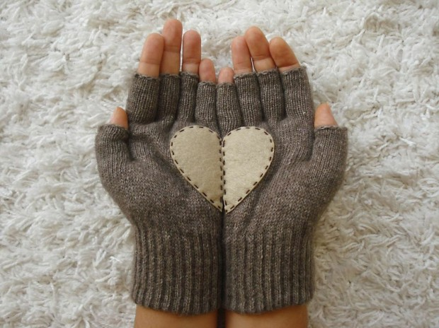 A Collection of Cute Handmade Christmas Gloves (2)