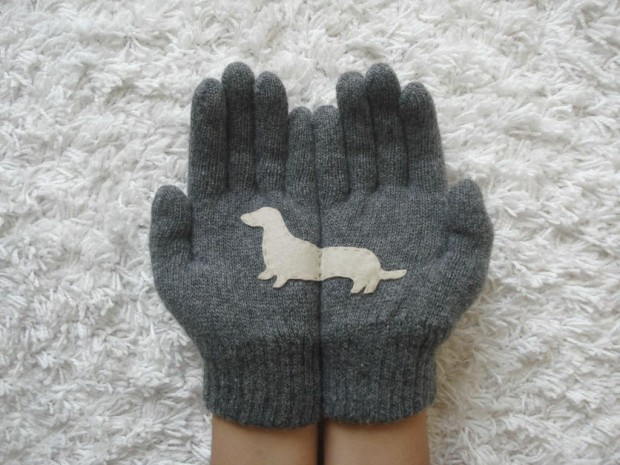 A Collection of Cute Handmade Christmas Gloves (3)