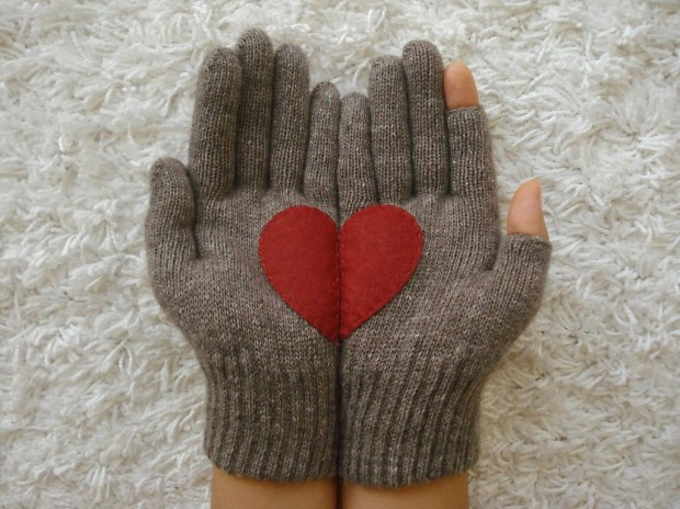 A Collection of Cute Handmade Christmas Gloves (4)