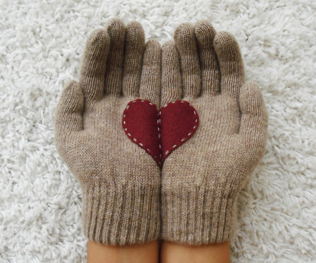 A Collection of Cute Handmade Christmas Gloves (5)
