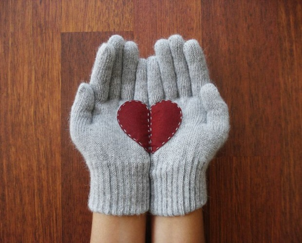 A Collection of Cute Handmade Christmas Gloves