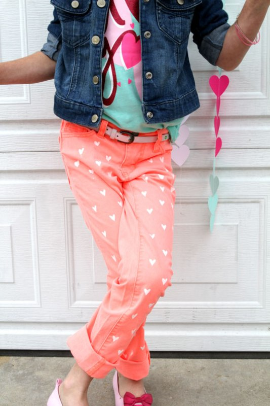 18 Adorable DIY Clothes and Accessories Projects for Valentine's Day (13)