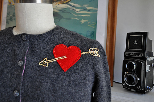 18 Adorable DIY Clothes and Accessories Projects for Valentine's Day (5)