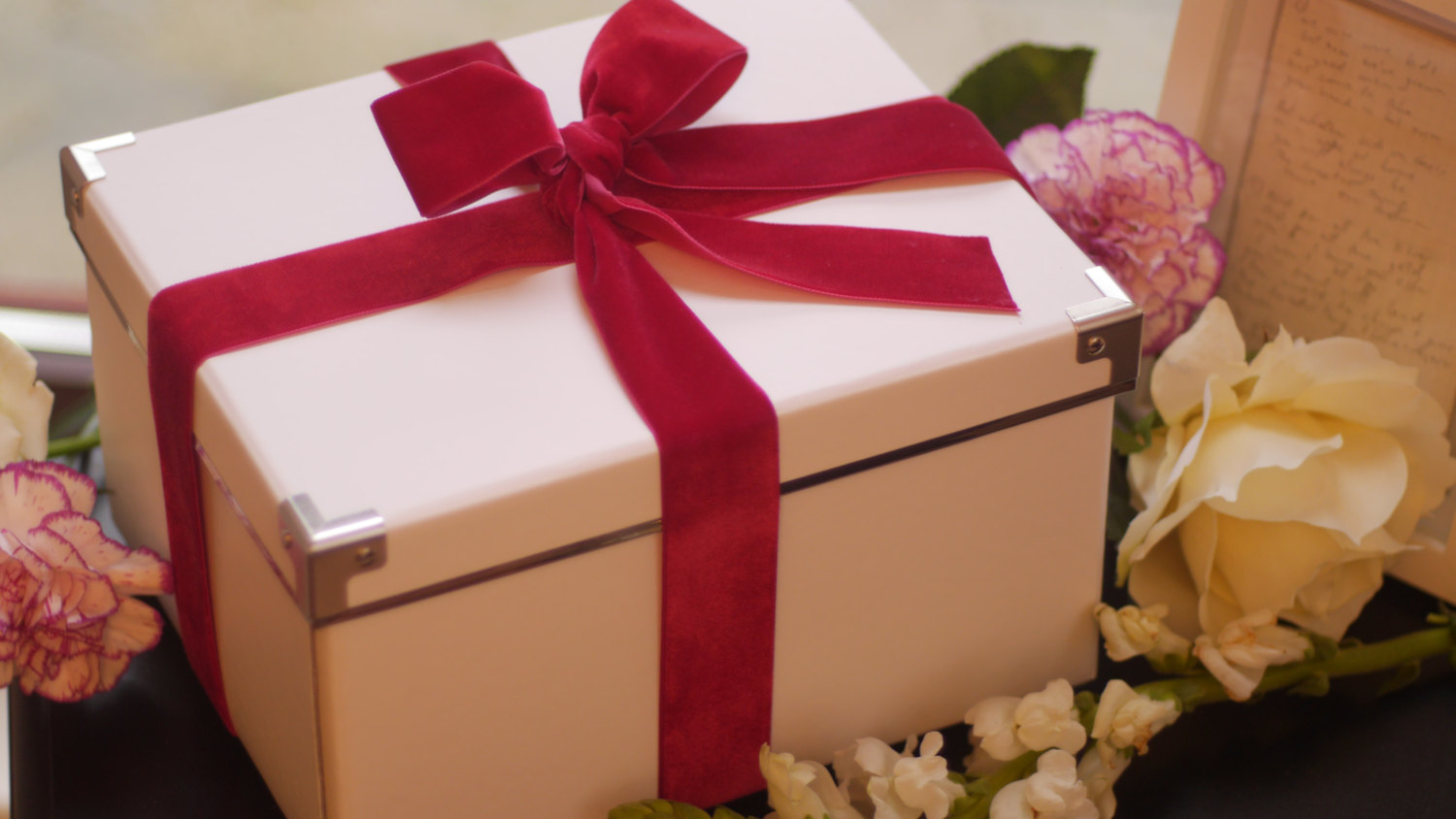 18 Cute Little Gift Box Ideas for Valentine's Day - Style Motivation