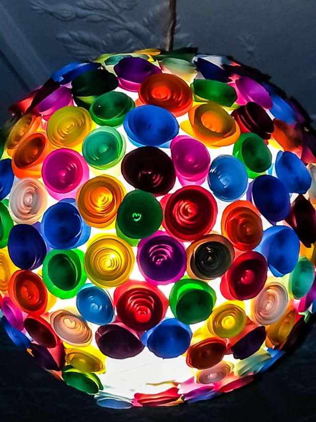 18 Outstandingly Creative Handmade Paper Lampshades (3)