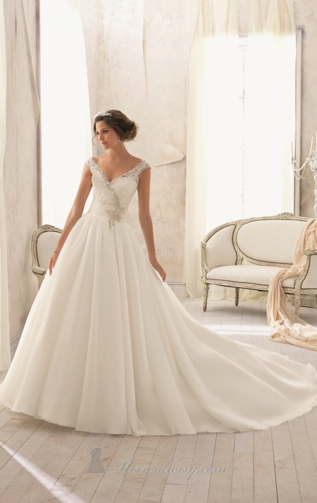 20 Beautiful Ball Gown Wedding Dresses for Glamorous Brides (12)