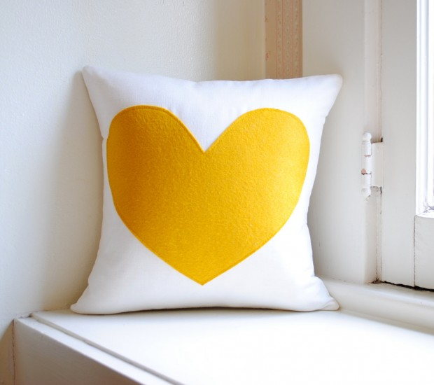 20 Charming Handmade Valentine's Day Pillow Designs (1)